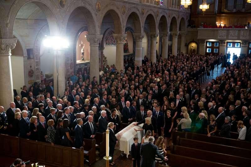 2015年6月6日,拜登為長子波伊舉行葬禮(Wikipedia / Public Domain)