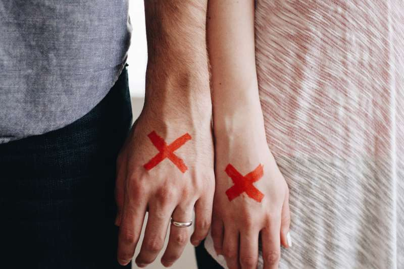 人們常說愛情來得突然,但它要走時卻是有跡可循。(取自pixabay)