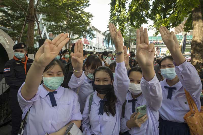 10月15日,泰國學生參與反政府的示威抗議活動(美聯社)