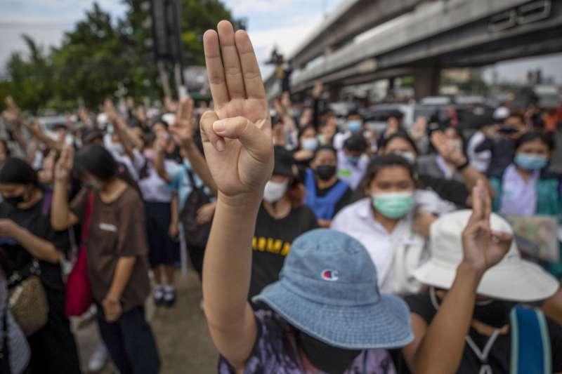 10月19日,泰國示威抗議者(美聯社)