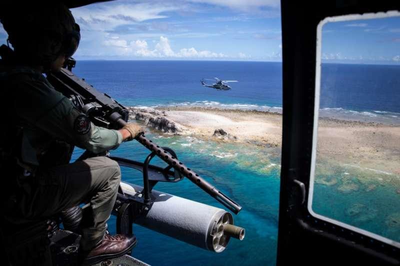 美軍第七艦隊正在進行實彈射擊演練。(美軍太平洋艦隊臉書)