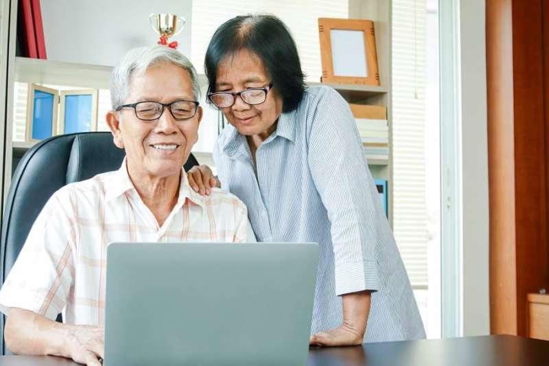 投資永遠不嫌晚,就算是60歲的人也能創造人生新財富。(圖/Money錢提供)