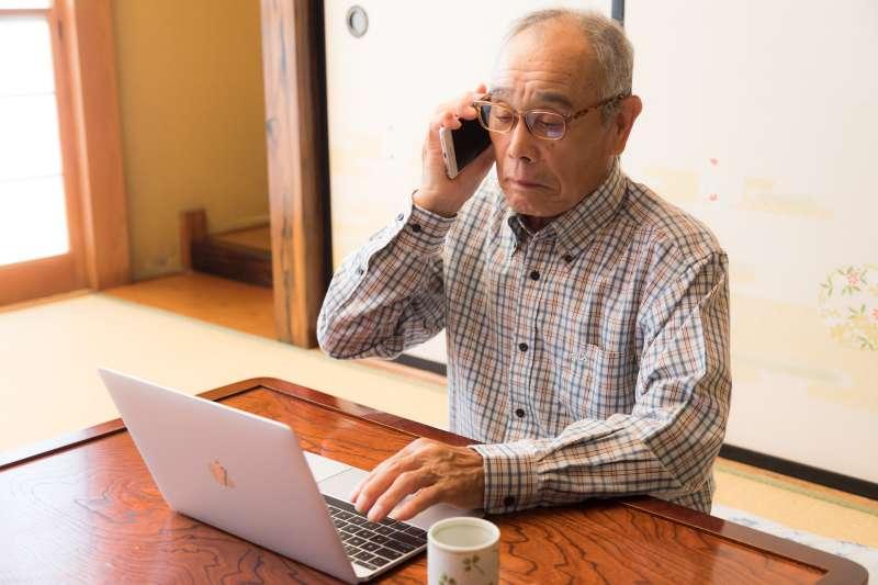 如果你到了70歲還在工作,你的價值在哪裡?(圖/取自pakutaso)