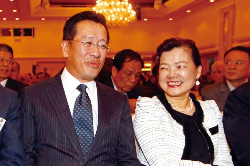 顧立雄(左)與王美花(右)上周娶媳婦,宴客低調保密到家。(郭晉瑋攝)