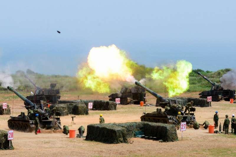 藍營認為兩岸開戰,台灣必成戰場,受害最大,因此力主避戰優先。(本刊資料照)