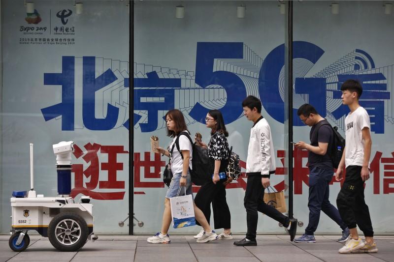 作者指出,華為在通訊5G領域擁有領先世界各國數量的專利。(資料照,AP)