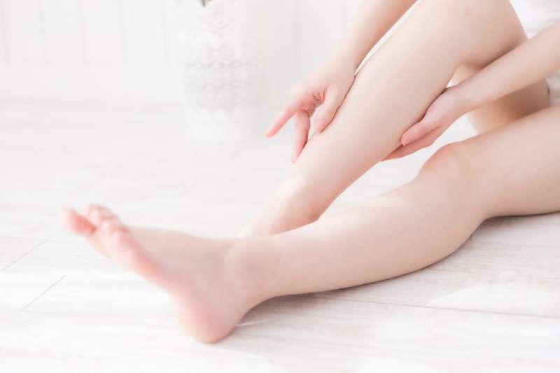 皮膚粗糙、老是長繭好困擾,羨慕別人有一雙白泡泡、幼咪咪的手腳要怎麼辦?(示意圖/pakutaso)