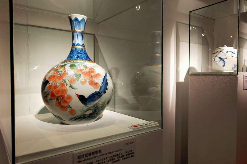 「陶蘊風華-回溯市拿50年」即日起至11月29日止,在鶯歌陶瓷博物館B1陶藝長廊展出。(圖/新北市鶯歌陶瓷博物館提供)
