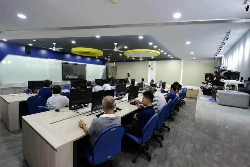 課程內容為電子系之重點訓練方向,且擁有專業核心的能力,另外也開設「跨領域創意生活微課程」。(圖/修平科技大學提供)