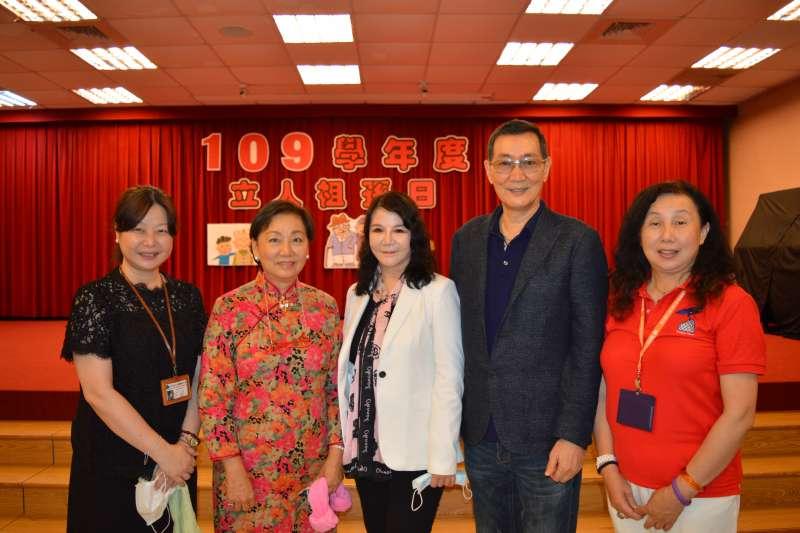 (左一)校長丁柔、(左二)董事長孫國燕。(圖/名緯廣告提供)