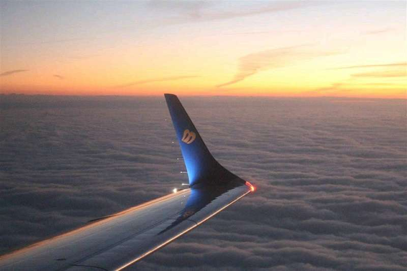 華信航空推出2021曙光專機,23日中午限量開搶。(圖/華信航空提供)