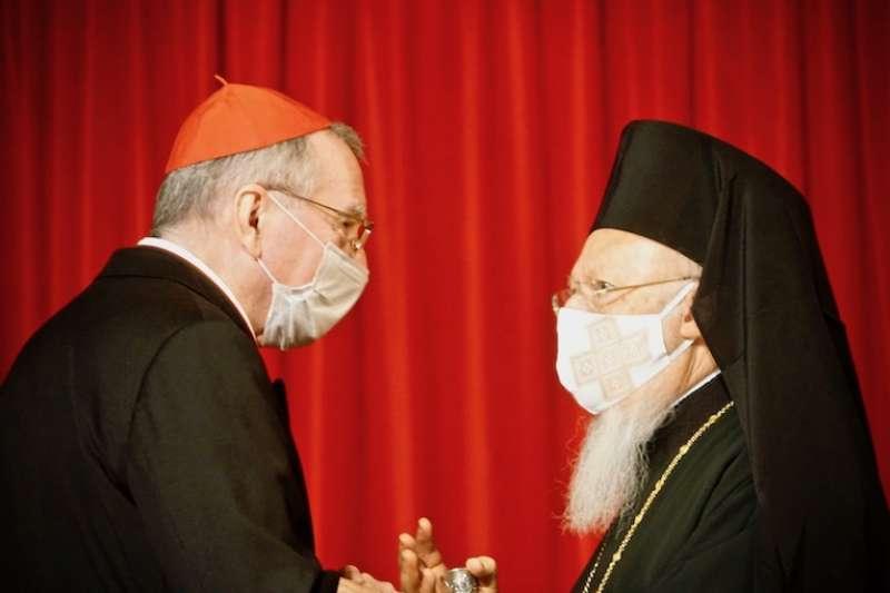 聖座國務卿帕羅林樞機(左)與君士坦丁堡普世牧首巴塞洛繆一世(曾廣儀攝)