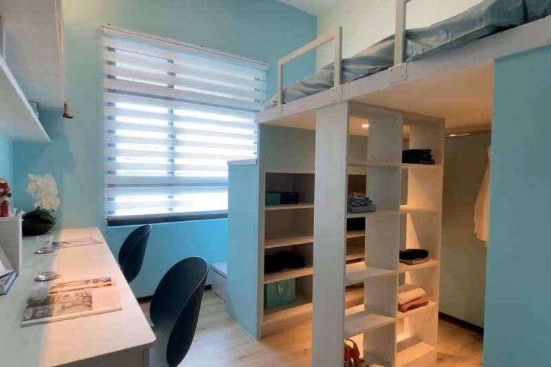 透過上下錯層設計,相同坪數,多了一倍空間,下層可以是更衣室、儲物空間。(圖/富比士地產王提供)