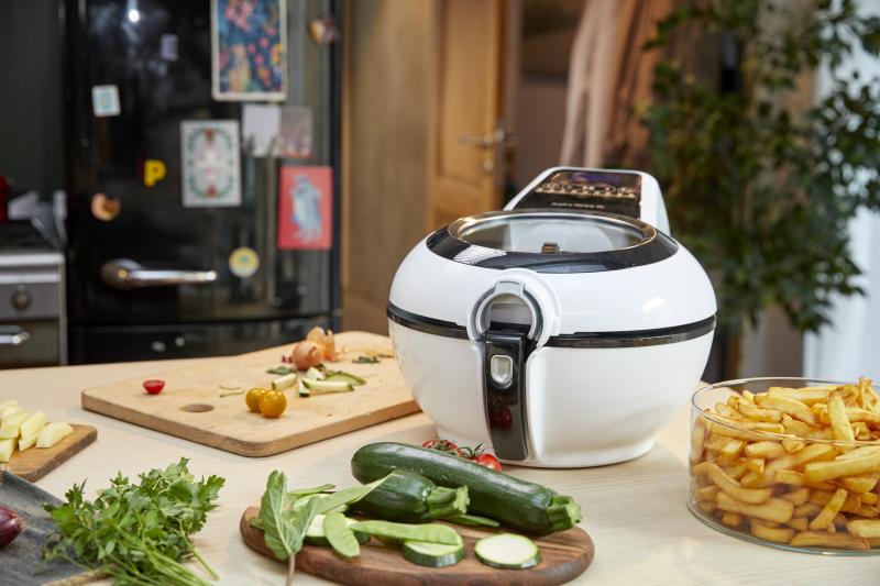 氣炸鍋在台灣掀起一股熱潮,一躍成為廚房家電的大明星。(圖/法國特福氣炸鍋提供)