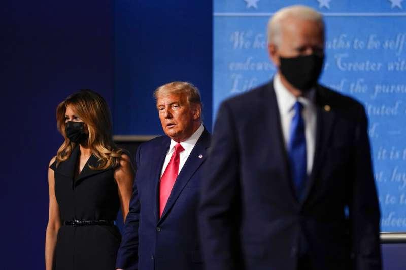 2020年10月22日美國總統川普、前副總統拜登出席美國大選最終場辯論會。(AP)