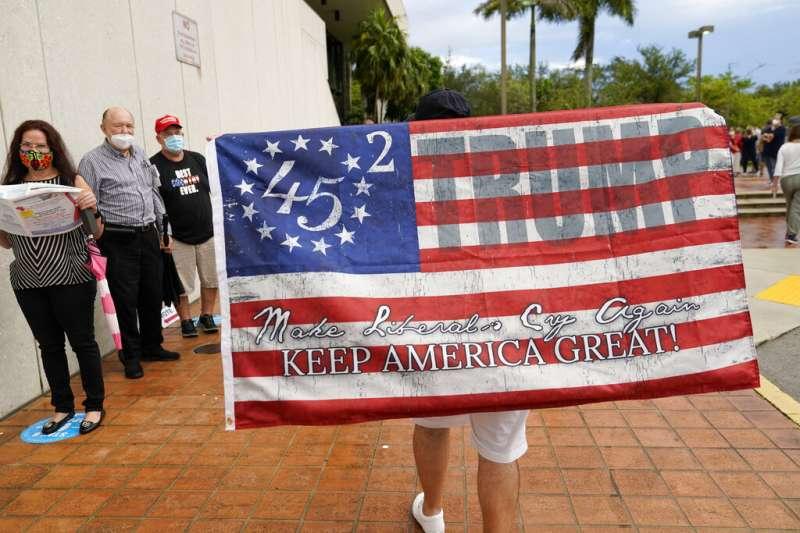 拉丁裔在美國佛羅裡達州扮演著舉足輕重的角色。許多富裕的古巴流亡者支持特朗普,因為他們擔心若拜登當選,他們家人在古巴的悲慘經歷將會重演。