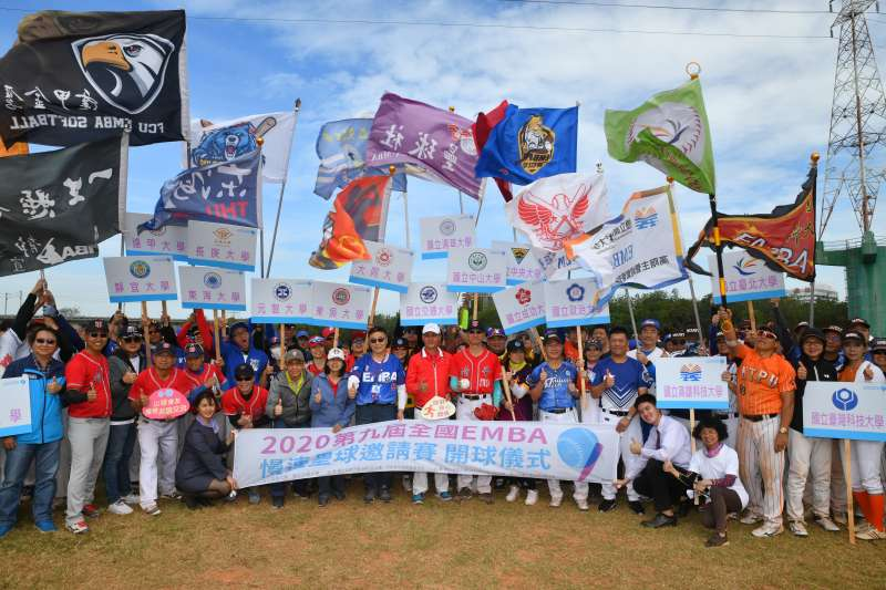 第9屆全國EMBA慢壘賽24日在竹市頭前溪河濱公園壘球場盛大登場。(圖/清大、交大EMBA提供)