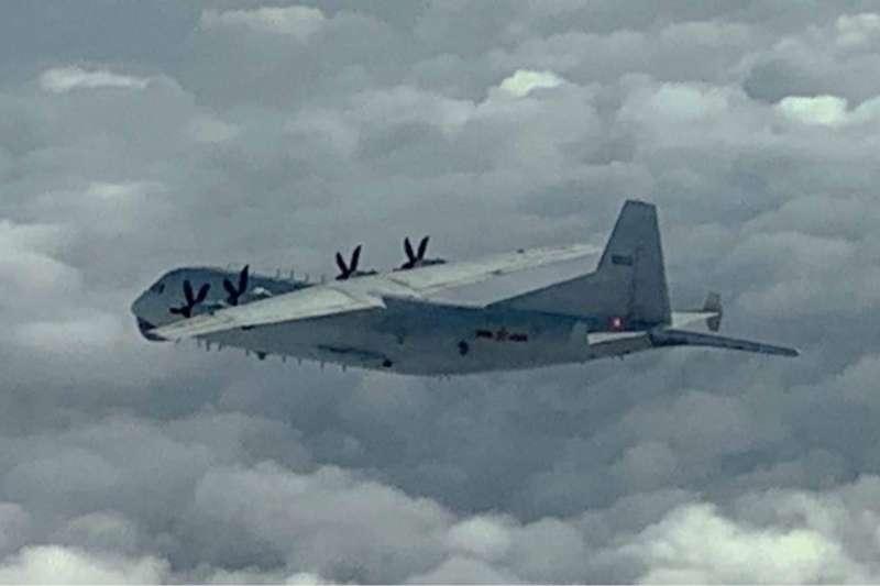 1架中共運8反潛機進入我西南空域,我空軍派遣空中巡邏兵力、廣播驅離、防空飛彈追監等方式進行應對。(空軍司令部提供)