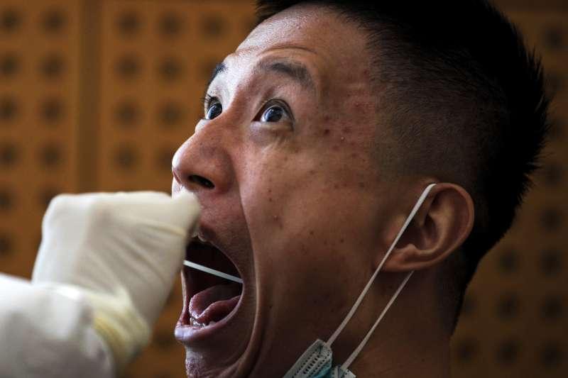 新冠肺炎:中國疫情、採檢(AP)