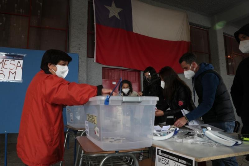 南美洲智利25日舉行歷史性制憲公投(美聯社)