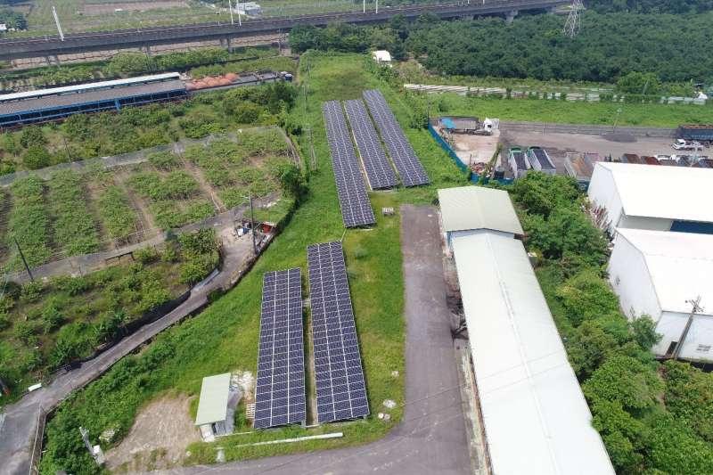 環保局大社一期垃圾衛生掩埋場設置太陽光電系統照片。(圖/高雄市環保局提供)