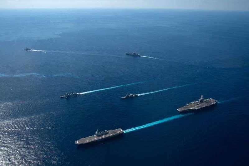 面對中國在太平洋地區加強軍事活動,日本與美國的部隊26日在日本周邊展開兩年一度的「銳劍」海陸空軍事演習。(美國海軍官網)