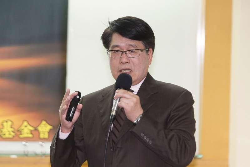 20201027-台灣民意基金會27日舉行十月全國性民調發表會「中天撤照、台海風雲與美國總統大選」,董事長游盈隆發言。(盧逸峰攝)