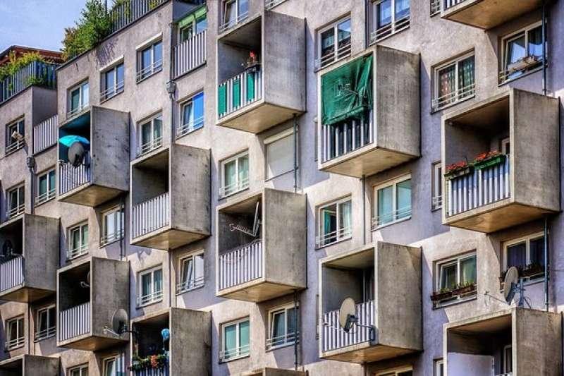 專家提醒,買賣中古屋時要注意「現況交屋」條款,以免後續糾紛發生。(示意圖,擷取自Pixabay)