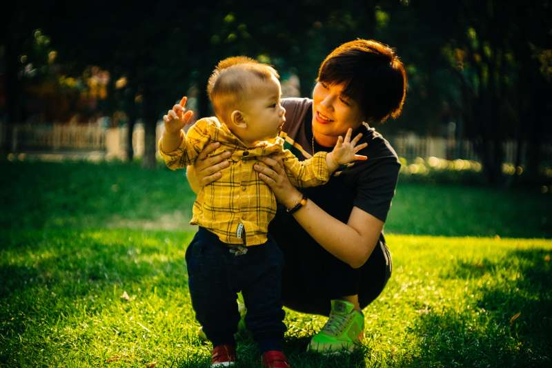 給孩子獎勵,是一個好的教養方法嗎?(示意圖/Unsplash)