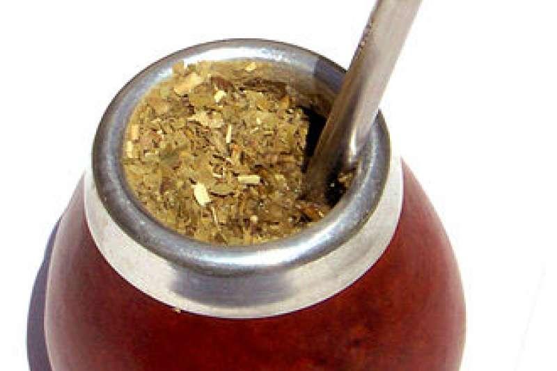 裝在傳統葫蘆裡的瑪黛茶。(取自維基百科)