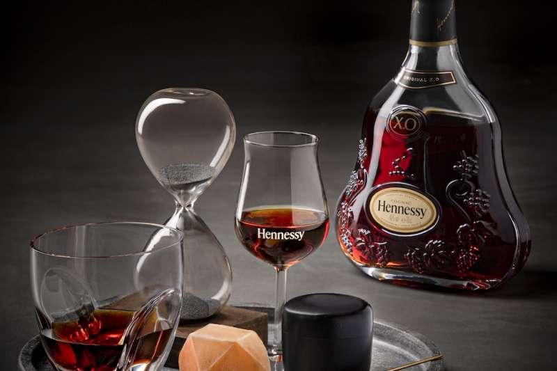 Hennessy X.O 「此席此刻.邑茶邑會」以茶冰解碼X.O深層風味 。(圖/業者提供)