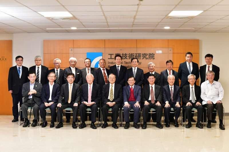 工研院召開年度院士會議,歷屆工研院23位院士紛紛為產業升級與轉型提出建言。(圖/工研院提供)