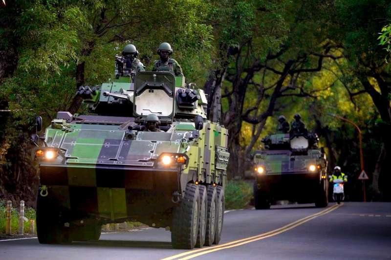 20201029-陸軍裝甲586旅所屬的30機砲戰車機動返部畫面。(取自中華民國陸軍臉書)