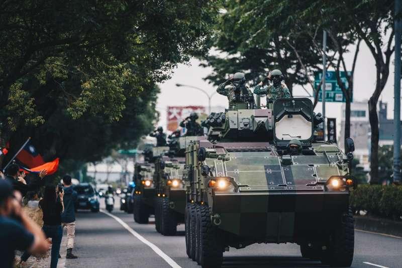 國軍戰備周持續進行,圖為陸軍裝甲586旅所屬的30機砲戰車機動返部。(取自中華民國陸軍臉書)