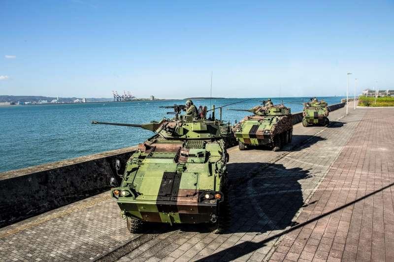 20201029-陸軍關指部所屬30機砲戰鬥車在淡水福容飯店前對出海口警戒。(取自中華民國陸軍臉書)