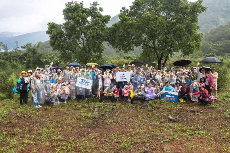 每年安斯泰來家庭日活動,員工都與家人一同參與,共同關懷台灣土地。