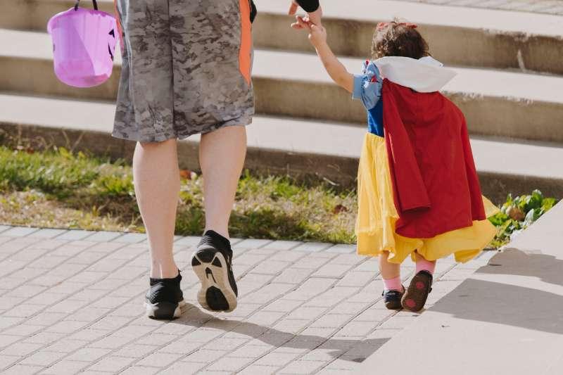 萬聖節孩子們的「Trick or Treat!」活動,安全保障要做好!(圖/取自Unsplash)