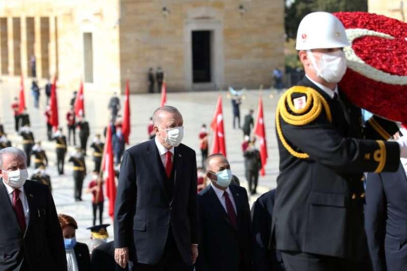 土耳其總統艾爾多安在安卡拉的國父陵參加「共和國日」儀式。(美國之音)