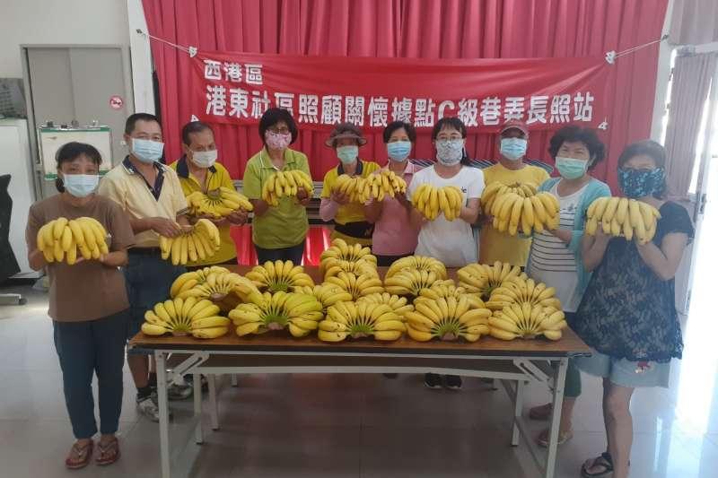 華南銀行挺蕉農,轉贈社福機構分享愛心。(華南銀行提供)