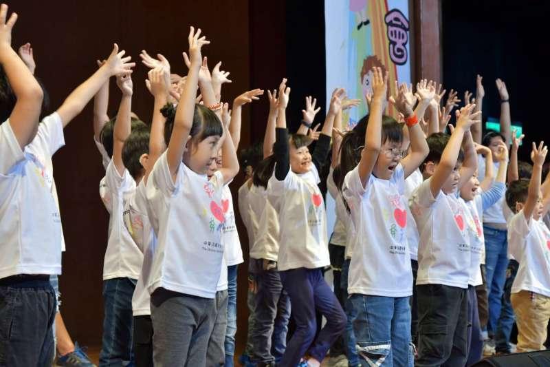 """兒慈長期耕耘聽損兒童領域,提供 4-12 歲的聽損兒童""""音樂律動課程""""。(圖/中華民國兒童慈善協會提供)"""