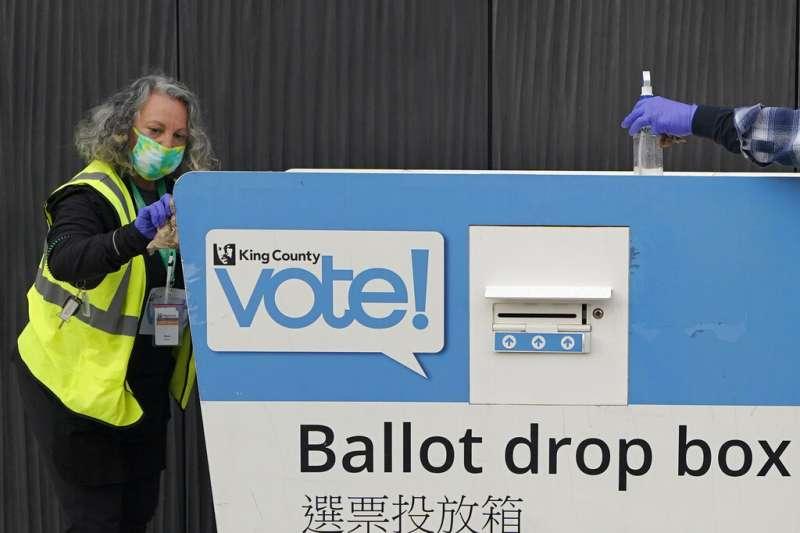 華盛頓州西雅圖市街頭的投票箱。(美聯社)