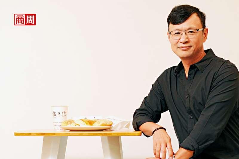 阜杭豆漿第二代徐立耀坦言,過去該店的對外溝通只有一句話:「老闆不在!」如今,他學著思考老店的新生(圖/ 商業周刊)