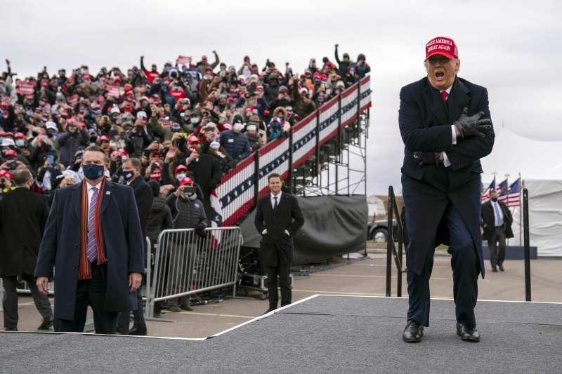 美國大選:2020年11月1日,共和黨總統候選人川普赴密西根州奧克蘭造勢。(AP)