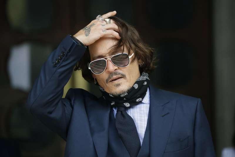 好萊塢影星強尼戴普被前妻安柏赫德控告家暴,並為了相關報導控告英國《太陽報》誹謗,但遭法院判決敗訴。(AP)