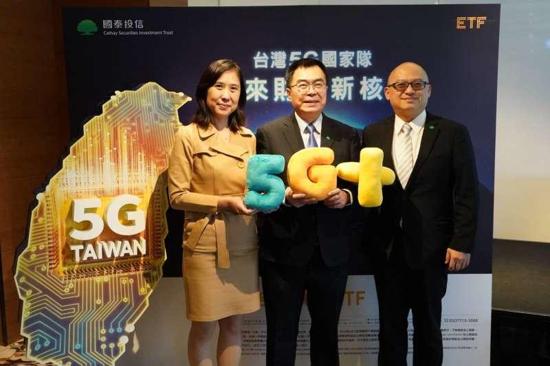 國泰投信(圖中為國泰投信總經理張雍川)看好最強5G供應鏈在台灣,11/18將推出國泰台灣5G+ ETF(00881),讓投資人在地&全球商機一把抓!(國泰投信提供)