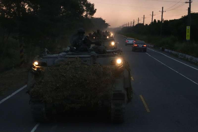 20201104-CM21甲車夜間戰術機動。(國軍第4作戰區提供)
