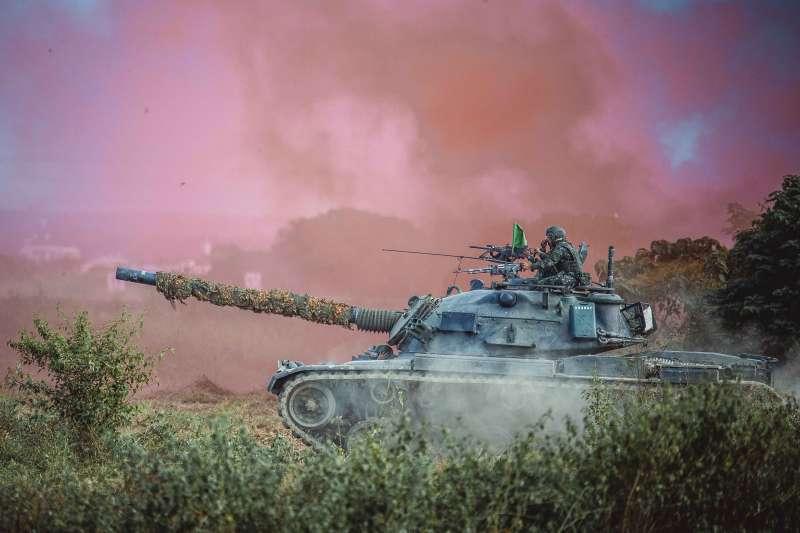 20201105-實施反擊作戰的CM11戰車。(國軍第4作戰區提供)