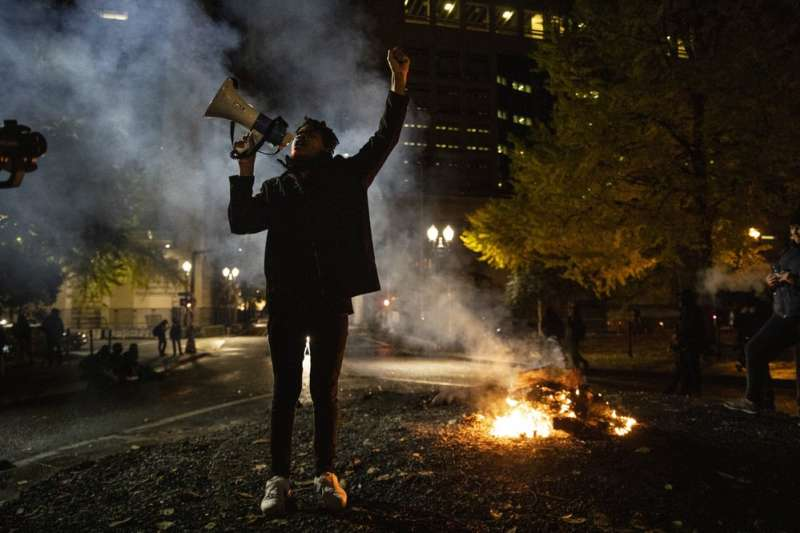 2020美國大選、2020年美國總統大選:美國大選後,俄勒岡州波特蘭市湧現反川普抗議。(AP)