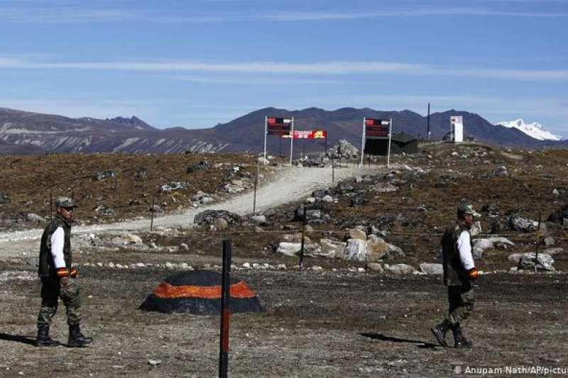 印度則從今年5月起與中國軍隊在拉達克(Ladakh)地區對峙,圖為中印邊界。(資料照,美聯社)