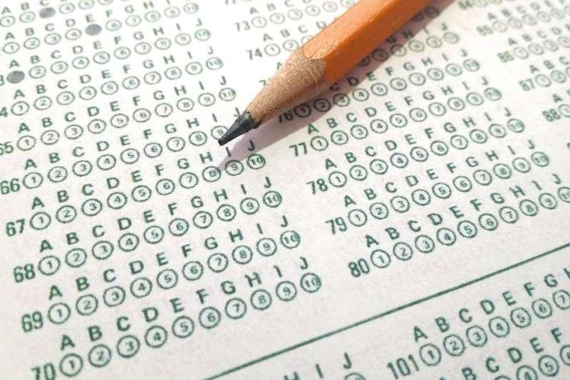 將學測和指定科目考試二試合一,以及透過指定科目考試取代申請入學中各大學校系的指定項目甄試,並把考試和招生作業一律移到6、7月舉行,才能讓高三的學習回歸正常。示意圖。(取自CC0@pixabay)